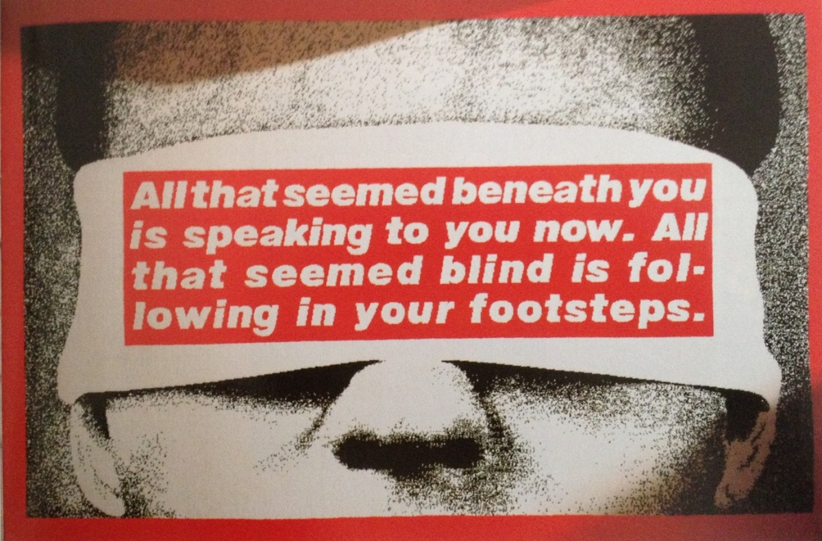 "Abb., S. 45: Barbara Kruger, Teppich aus der Dialog-Kollektion, Vorwerk 1992., Bild: ""All that seemed beneath your is speaking to you now. All that seemed blind is following in your footsteps.""."