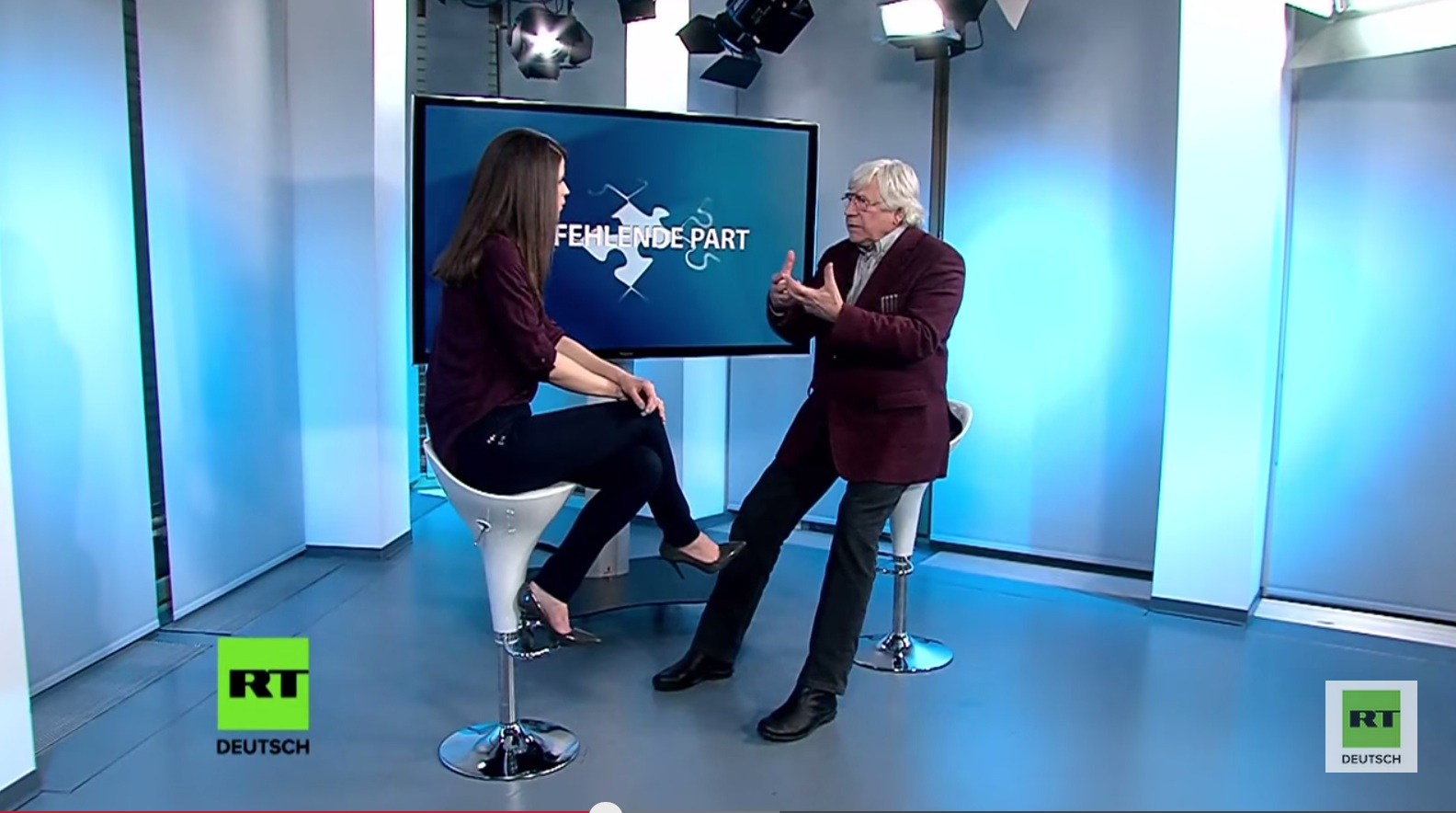 RT Deutsch, Bild: Der fehlende Part, 30.04.2015. Johanna Kindermann im Interview mit Bazon Brock..